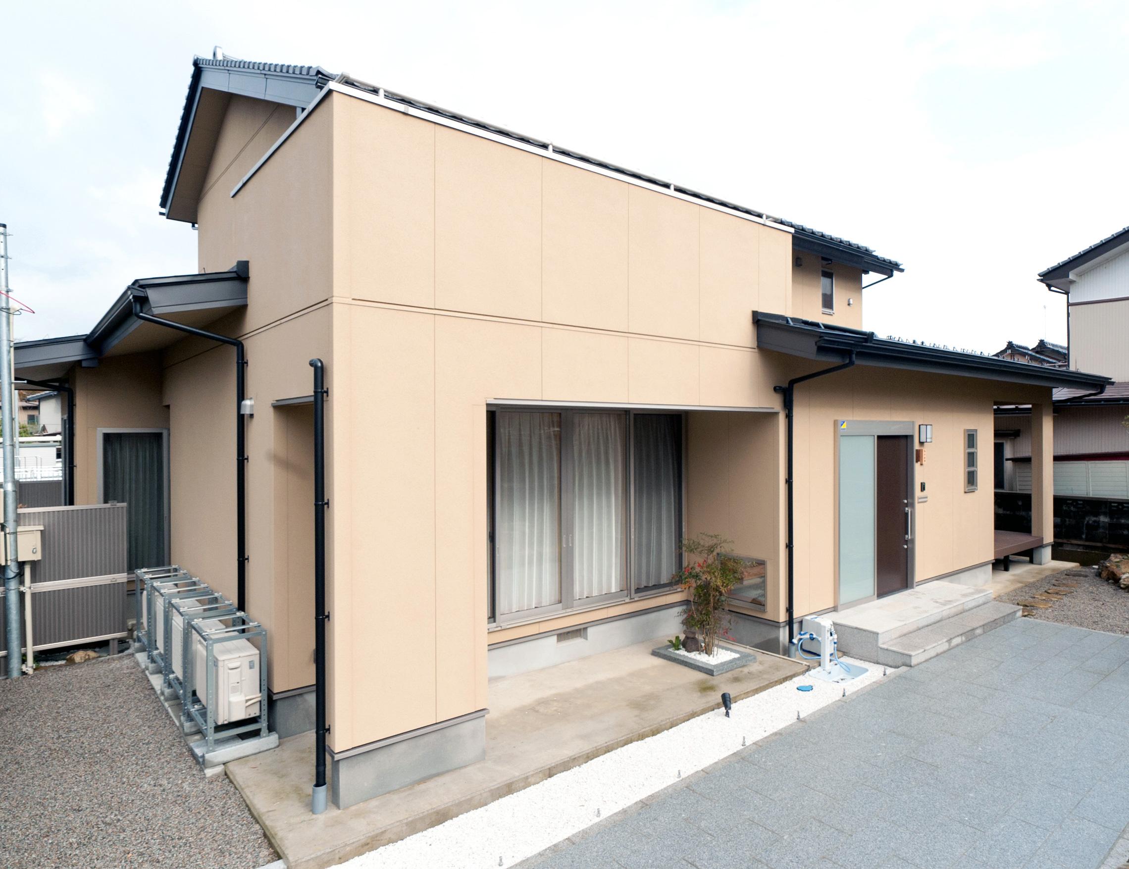 最新の快適性能を兼ね備えた現代的百年住宅